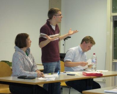 """Das Siegerteam """"Adam und Eva"""" (v.l.n.r.): Eva Schlindwein, Severin Weingarten und Jonathan Scholbach (Foto: Alexander Labinsky)"""