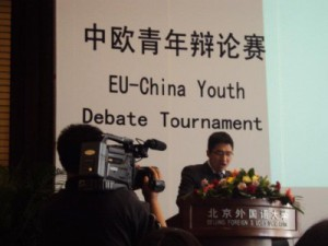 张一鸣 (Zhang Yiming) from Fudan University, Shanghai, Manos' debate partner, speaking at the finals. We don't know if the debate made it to Chinese national television in the end. (Picture: Manos Moschopoulos)