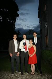 DDG-Nachwuchspreisträger Tobias Kube (Mitte) mit Mitgliedern des DDG-Vorstands (2011/2012), Bastian Laubner, Marietta Gädecke und Nicolas Eberle.