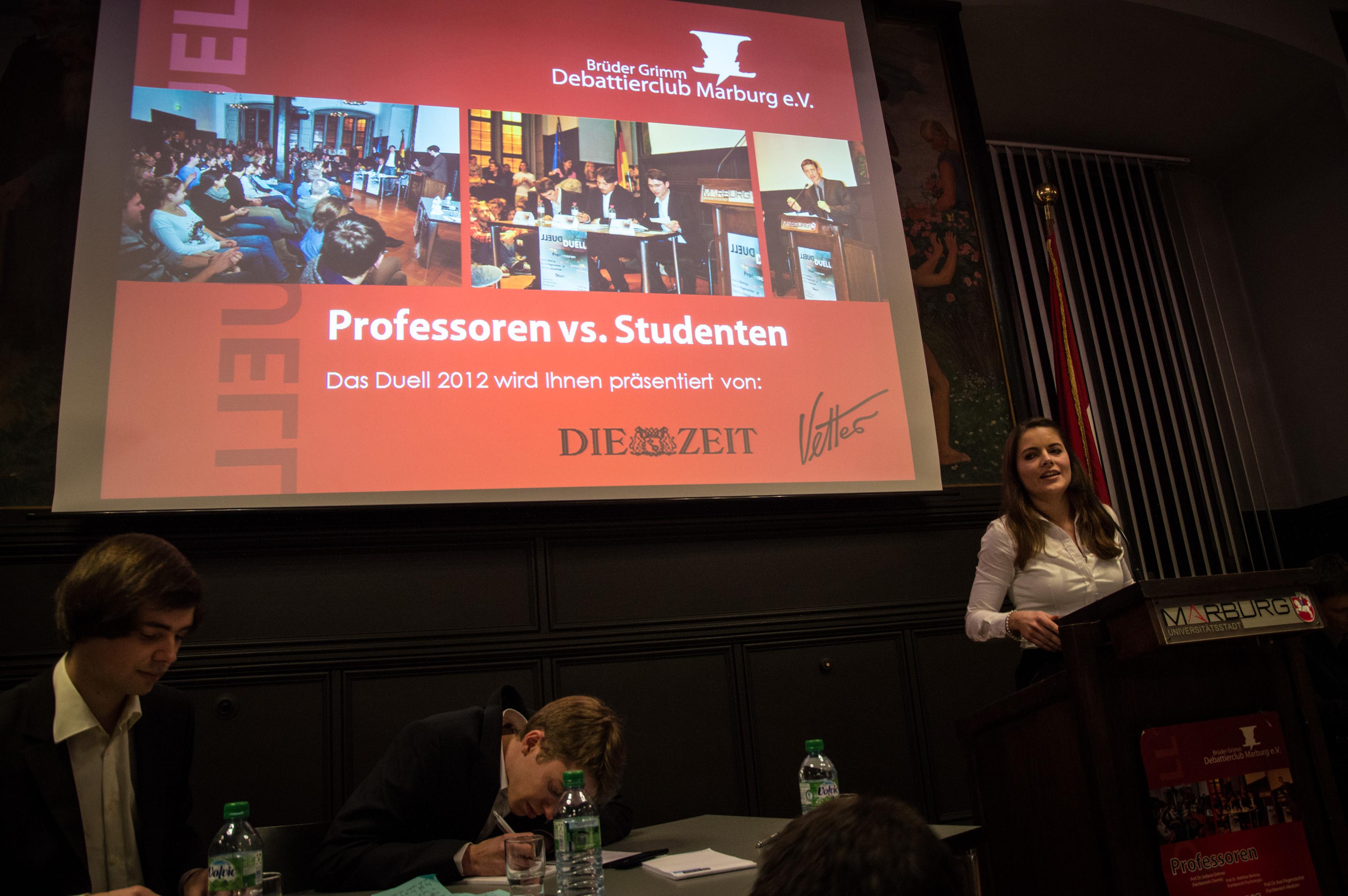 Los geht's: Diesmal waren die Studenten beim Rededuell gegen Marburger Professoren nicht zu schlagen. (Bild: Brüder Grimm Debattierclub Marburg)