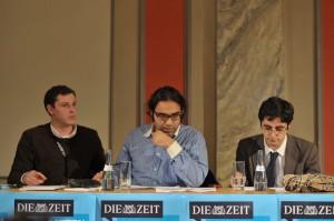 Das Siegerteam aus Stuttgart während der Debatte (Foto: Carsten Schmidt)