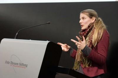 Melanie Sindelar steht der Achten Minute Rede und Antwort