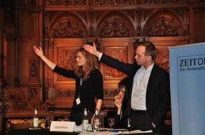 Wiebke Nadler und Sven Hirschfeld aus Heldelberg löchern die Regierung aus Karlsruhe (c) DC Hamburg