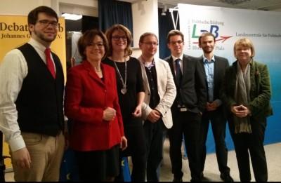 """Teilnehmer der """"Klartext Europa""""-Debatte in Mainz: Witthaut, Conrad, Thiel, Krakowiak, Fritz, Strunck, Rohde (v.l.n.r.) (c) Saskia Höfer"""