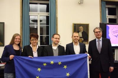 "Christoph Krakowiak (m.) mit den Teilnehmern der ""Klartext Europa""-Debatte in Tübingen (c) SK Tübingen"