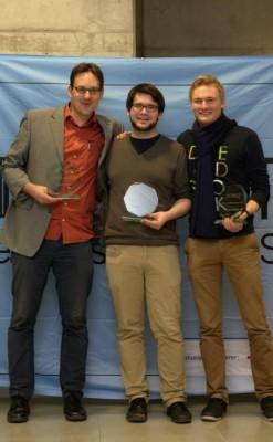 Glücklich: Das Siegerteam aus Mainz (Thore Wojke, Willy Witthaut) und Bester Finalredner Marc-André Schulz aus Aachen (v.l.n.r.)