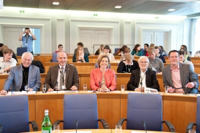 Mitglieder der Ehrenjury im Finale der ZEIT DEBATTE Mainz: Prof. Dr. Jürgen Falter, Universitätspräsident Prof. Dr. Georg Krausch, Julia Klöckner, Markus Schächter und Michael Ebling (v.l.) (c) Michael Schindler