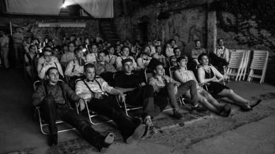 Open-Air-Kino bei der 20er-Jahre-Mottoparty (c) Martin Funck