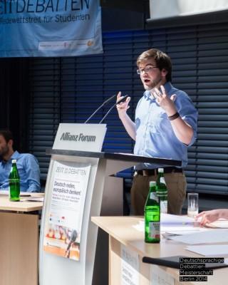 Willy im Finale der Deutschsprachigen Debattiermeisterschaft 2014. © DDM Berlin 2014 // Matthias Carcasona