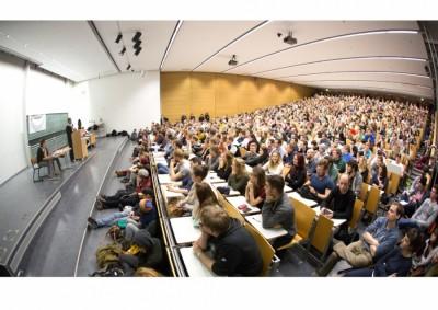"""""""Macht Geld glücklich?"""" - 1. Professorendebatte in Magdeburg"""
