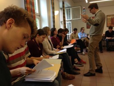 Samstag: Mastertrainer Jens gibt den angehenden Trainern neuen Input. Wie können Teilnehmer möglichst viel lernen? (c) Saskia Höfer