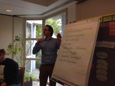 Carsten erklärt, wie eine Trainingssession aufgebaut werden kann. (c) Saskia Höfer