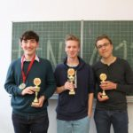 Das Siegerteam: Lennart Lokstein, Lukas Grundsfeld und Sven Jentzsch (v.l.n.r.) – © Habib Gahbiche
