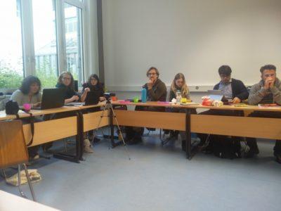 Teilnehmer beim Arbeiten - © Jule Biefeld