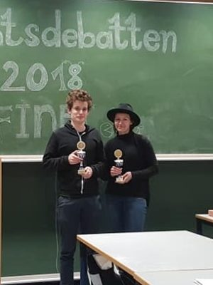 Das Siegerteam Marius Hobbhahn und Marion Seiche - © Debattiergesellschaft Jena